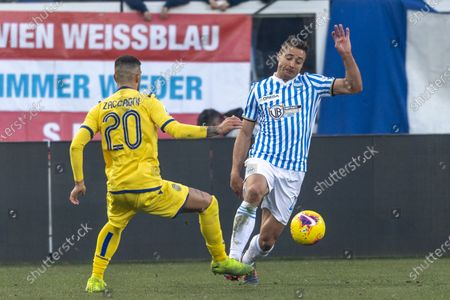 Thiago Rangel Cionek of SPAL and Mattia Zaccagni of Hellas Verona