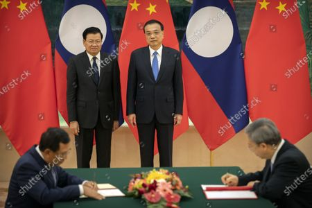 Laos' Prime Minister Thongloun Sisoulith (L) and Chinese Premier Li Keqiang (R) attend a signing ceremony at the Great Hall of the People in Bejiing, China, 06 January 2020.