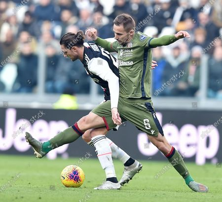 Juventus' Adrien Rabiot and Cagliari's Marko Rog in action during the Italian Serie A soccer match Juventus FC vs Cagliari Calcio at the Allianz stadium in Turin, Italy, 06 January 2020