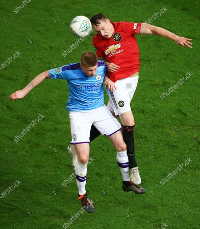 Phil Jones of Manchester United and Kevin De Bruyne of Manchester City