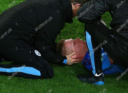 Kevin De Bruyne of Manchester City receives treatment for an injury