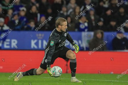 8th January 2020, King Power Stadium, Leicester, England; Carabao Cup, Semi-final,  Leicester City v Aston Villa : Kasper Schmeichel (1) of Leicester City throws the ball out Credit: Mark Cosgrove/News Images
