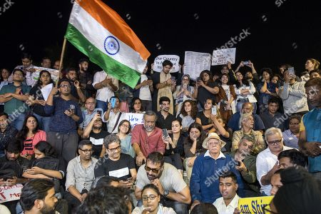 Stock Image of Bollywood filmmakers Anubhav Sinha, Zoya Akhtar, Anurag Kashyap, actress Taapsee Pannu and others participate in a peaceful protest against the attack on New Delhi's Jawaharlal Nehru University campus, at Carter Road, on January 6, 2020 in Mumbai, India.