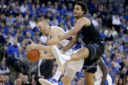 Kelvin Jones, Jeremiah Robinson-Earl. Creighton's Kelvin Jones, left, and Villanova's Jeremiah Robinson-Earl compete for a loose ball during the first half of an NCAA college basketball game in Omaha, Neb