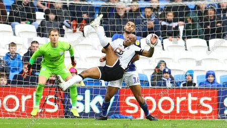 Andre Ayew of Swansea City goes close with a bicycle kick