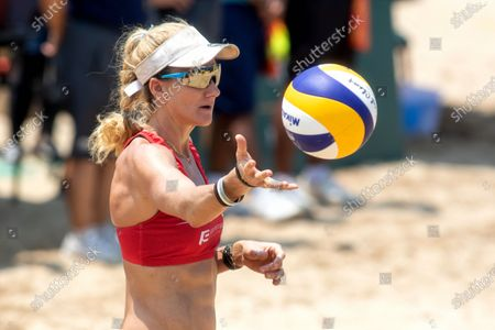 Kerri Walsh Jennings of USA prepares to serve during Gold Medal match against Czech Republic on Day 4