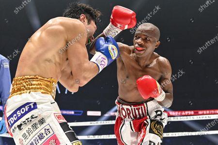 Japan's Akira Yaegashi (L) and South Africa's Moruti Mthalane fight at the 3rd round during the IBF flyweight title boxing bout at Yokohama Arena