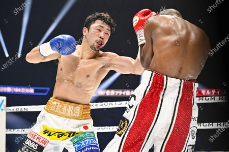 Japan's Akira Yaegashi (L) and South Africa's Moruti Mthalane fight at the 2nd round during the IBF flyweight title boxing bout at Yokohama Arena