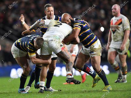 Jamie Jones-Buchanan of Leeds Rhinos tackles Greg Johnson of Bradford Bulls