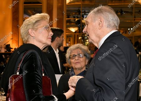 Annette Bening, Arlene Alda and Alan Alda