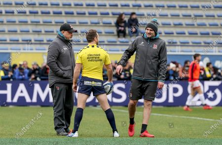 ASM Clermont Auvergne vs Ulster. Clermont's Greig Laidlaw with Ulster's Head coach Dan McFarland and Defensive coach Jared Payne ahed of the game