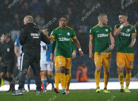 Scott Sinclair of Preston North End shakes hands with Preston North End Manager Alex Neil as he walks towards the PNE fans at the end of the match after making his debut as a substitute
