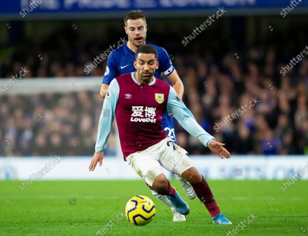 Aaron Lennon of Burnley shields the ball from Cesar Azpilicueta of Chelsea
