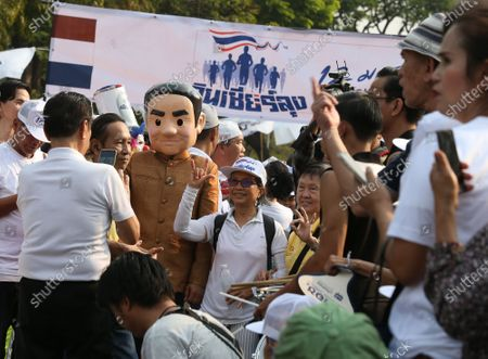A supporter wears a costume of Thai Prime Minister Prayut Chan-o-cha (L) as they participate in the 'Dern Cheer Lung' or 'Walk for Prayut' event at Lumpini Park in Bangkok, Thailand, 12 January 2020. Thousand supporters gathered for the walking event organized to show support for Thai Prime Minister Prayut Chan-o-cha, and to demand that he remain prime minister of the country.