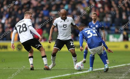 Junior Hoilett of Cardiff City is closed down by George Byers of Swansea City and Andre Ayew of Swansea City