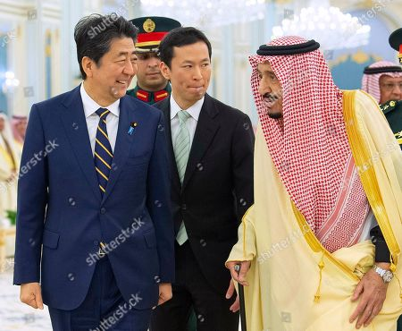 Salman, Shinzo Abe. In this photo released by the Saudi Royal Palace, Saudi King Salman, right, receives Japan's Prime Minister Shinzo Abe, in Riyadh, Saudi Arabia