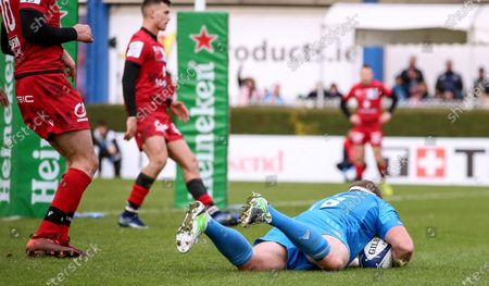 Leinster vs Lyon. Leinster's Sean Cronin scores a try