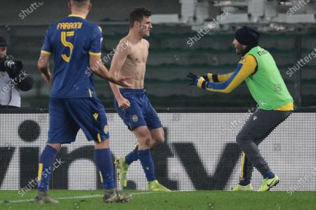 Verona's Valerio Verre (C) jubilates after scoring on penalty the 1-1 goal during the Italian Serie A soccer match Hellas Verona FC vs Genoa FC at Marcantonio Bentegodi stadium in Verona, Italy, 12 January 2020.