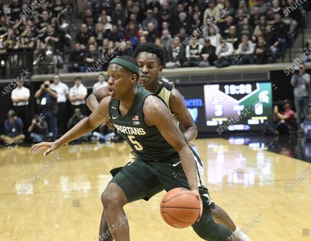 West Lafayette, Indiana, USA; Michigan State Spartans guard Cassius Winston (5) drives past Purdue Boilermakers guard Eric Hunter Jr. (2) in the first half at Mackey Arena. Mandatory Credit: Sandra Dukes-CSM