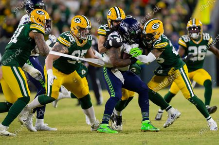 Green Bay Packers outside linebacker Preston Smith #91 slows down Seattle Seahawks running back Marshawn Lynch #24 by holding onto his jersey while a host of Packers make the tackle during the NFL Football game between the Seattle Seahawks and the Green Bay Packers at Lambeau Field in Green Bay, WI. Packers defeated the Seahawks 28-23