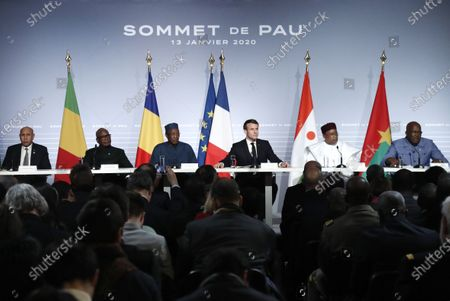French President Emmanuel Macron (3-R) flanked by Mali's President Ibrahim Boubacar Keita (2-L), Burkina Faso's President Roch Marc Christian Kabore (R), Niger President Mahamadou Issoufou (2-R), Mauritania's President Mohamed Ould Cheikh El Ghazouani (L) and Chad's President Idriss Deby (3-R) speaks during a press conference as part of the G5 Sahel summit on the situation in the Sahel region at the Chateau de Pau in Pau, France, 13 January 2020.