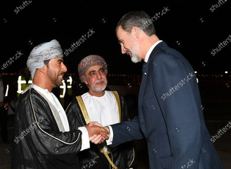 Oman's Sultan Haitham bin Tariq Al Said (C) welcomes Spain's King Felipe VI (R) upon arrival to offer his condolences on the death of Sultan Qaboos, in Muscat, Oman, 13 January 2020. Sultan Qaboos bin Said, who ruled Oman for 50 years, has died at the age of 79 on 10 January 2020. Haitham bin Tariq Al Said, cousin of the late Sultan, was appointed new ruler on 11 January 2020.