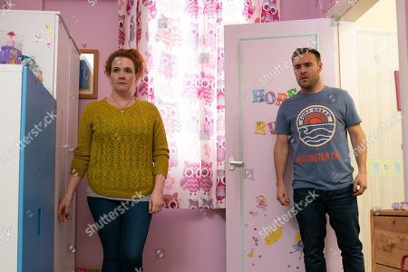 Coronation Street - Ep 9986 Wednesday 22nd January 2020 - 1st Ep Tyrone Dobbs, as played by Alan Halsall, and Fiz Stape, as played by Jennie McAlpine, are horrified to discover the back door unlocked and Hope gone. Fiz reckons Jade must have taken her.