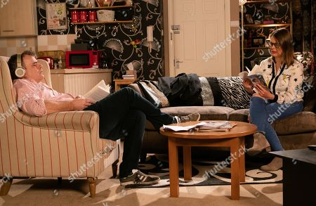 Coronation Street - Ep 9995 Friday 31st January 2020 - 2nd Ep Steve McDonald, as played by Simon Gregson, and Tracy McDonald, as played by Kate Ford, find themselves railroaded into attending Ken's book club as part of their relationship building exercise.