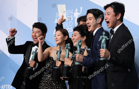 Stock Image of Kang-Ho Song, Bong Joon-Ho, Park So-dam, Jeong-eun Lee, Lee Sun-kyun and Choi Woo-shik - Outstanding Performance by a Cast in a Motion Picture - Parasite