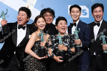 Stock Photo of Kang-Ho Song, Bong Joon-Ho, Park So-dam, Jeong-eun Lee, Lee Sun-kyun and Choi Woo-shik - Outstanding Performance by a Cast in a Motion Picture - Parasite