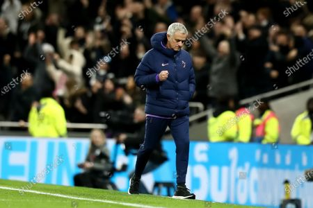 Tottenham Hotspur Manager Jose Mourinho celebrates the goal by Giovani Lo Celso for -0 in the 2nd minute