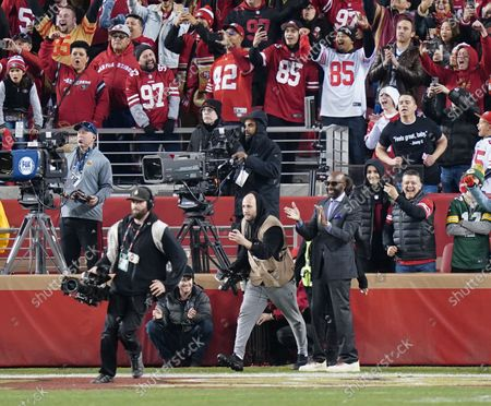 San Francisco 49ers  former wide Receiver Jerry Rice celebrates win
