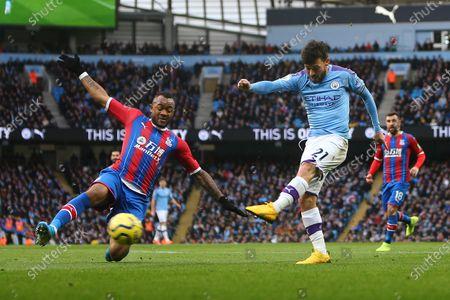 David Silva of Manchester City shoots