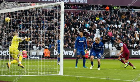 Pablo Fornals of West Ham (R)gets ahead of Tom Davies of Everton to get good contact on a header before Goalkeeper Jordan Pickford of Everton (L) pulls off a great save flicking the ball over the bar on the stroke of half time.