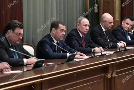 Russian President Vladimir Putin (C) and  Russian Prime Minister Dmitry Medvedev (2-L) attend a meeting with Cabinet members in Moscow, Russia, 15 January 2020. Russian Prime Minister Dmitry Medvedev announced of resignation of Russian Government.