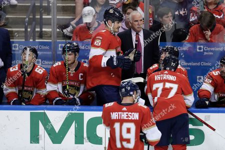 Florida Panthers head coach Joel Quenneville, right, talks with center Brian Boyle during the third period of an an NHL hockey game Washington Capitals, in Sunrise, Fla