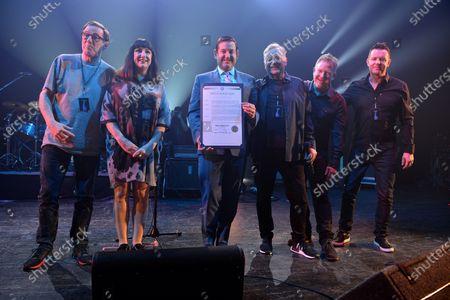 New Order - Phil Cunningham, Tom Chapman, Stephen Morris, Bernard Sumner, Gillian Gilbert, Michael Gongora