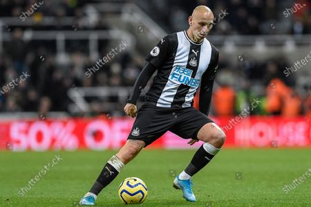 18th January 2020, St. James's Park, Newcastle, England; Premier League, Newcastle United v Chelsea : Jonjo Shelvey (8) of Newcastle United