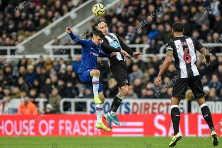 Stock Picture of 18th January 2020, St. James's Park, Newcastle, England; Premier League, Newcastle United v Chelsea : Jonjo Shelvey (8) of Newcastle United in an aerial challenge with Mason Mount (19) of Chelsea 