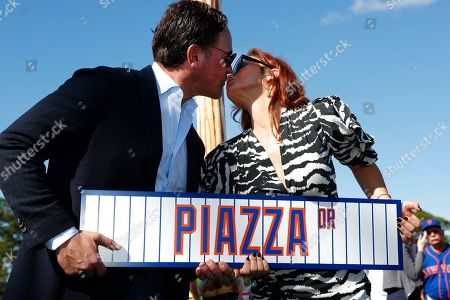 Stock Picture of Mike Piazza, Alicia Piazza. Former New York Mets catcher Mike Piazza kisses his wife Alicia as they pose for a photo with a street sign for newly named Piazza Dr., after a ceremony in front of the Mets spring training facility, in Port St. Lucie, Fla
