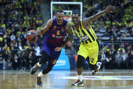 Barcelona's Adam Hanga (L) in action against Fenerbahce's James Nunnally (R) during the Euroleague basketball match between Fenerbahce Istanbul and FC Barcelona in Istanbul, Turkey 16 January 2020.