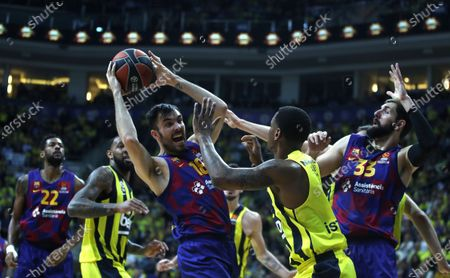 Stock Image of Barcelona's Pierre Oriola (C-L) in action against Fenerbahce's James Nunnally (C-R) during the Euroleague basketball match between Fenerbahce Istanbul and FC Barcelona in Istanbul, Turkey 16 January 2020.