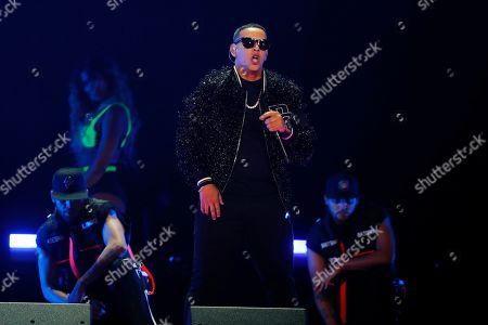 """ARCHIVO ? En esta fotografía de archivo del 2 de noviembre de 2019 Daddy Yankee durante su presentación en iHeartRadio Fiesta Latina 2019. Nicky Jam se ha reunido con Daddy Yankee con su nuevo éxito """"Muévelo"""", el primero en dos décadas que graban como el dúo Los Cangris"""