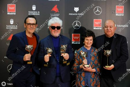 Alberto Iglesias, Spanish filmmaker Pedro Almodovar, Spanish actress Julieta Serrano and Spanish Producer Agustin Almodovar pose with the Feroz Awards won for the movie 'Dolor y Gloria' (Pain and Gory) after the 2020 Premios Feroz (Feroz Awards) ceremony at the Teatro Auditorio Ciudad de Alcobendas in Madrid, Spain, 16 January 2020 (issued 17 January 2020).