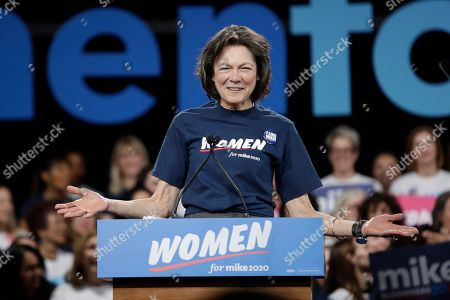 Diana Taylor speaks at an event for Democratic presidential candidate Michael Bloomberg, in New York