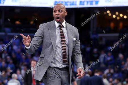 Memphis' head coach Penny Hardaway reacts to a play in the second half of an NCAA college basketball game against Cincinnati, in Memphis, Tenn