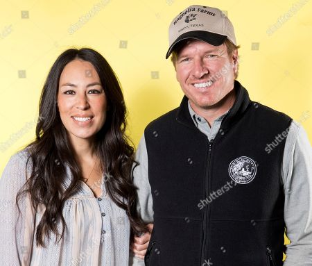 """Joanna Gaines, Chip Gaines. In this March 29, 2016, photo, Joanna Gaines, left, and Chip Gaines pose for a portrait in New York to promote their home improvement show, """"Fixer Upper,"""" on HGTV. Chip and Joanna Gaines' new Magnolia cable network will debut on Oct. 4, 2020. Discovery network president Allison Page told a TV critics meeting, that the couple will appear in multiple shows, including a cooking show with Joanna and another featuring both of them together"""