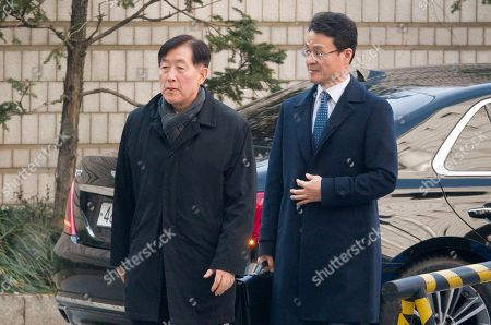 Choi Gee-Sung (L), former director of Samsung Group's Future Strategy Office arrives at the Seoul High Court