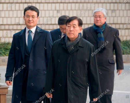 Choi Gee-Sung and Choi Gee-Sung (front), former director of Samsung Group's Future Strategy Office and Park Sang-Jin (R), former president of Samsung Electronics, arrive at the Seoul High Court