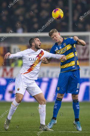 Andreas Evald Cornelius (Parma) and Bryan Cristante (Roma)